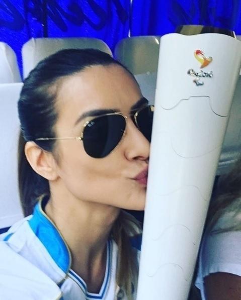 07.set.2016 - Embaixadora das Paralímpiadas no Rio, a atriz Cleo Pires publicou uma foto com a tocha e se declarou orgulhosa pelo evento