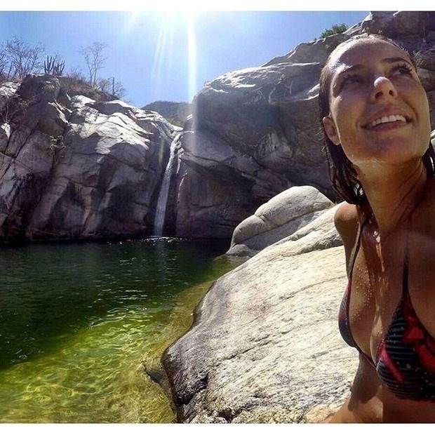 18.abr.2016 - Quatro dias depois de festejar com os amigos seus 34 anos, Paolla Oliveira resolveu viajar e curtir a natureza. Nesta segunda-feira (18), a atriz publicou em seu Instagram uma foto de uma bela cachoeira. Ela ganhou vários elogios dos seus seguidores pela boa forma