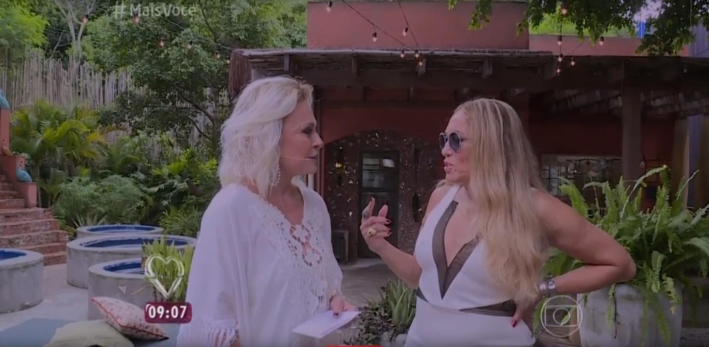 Ana Maria Braga conversa com Susana Vieira na cidade cenográfica do Morro da Macaca, da novela