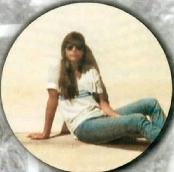 27.jul.2016 - Ivete Sangalo resolveu recordar um pouco de sua adolescência na manhã desta quarta-feira (27). A cantora compartilhou no Instagram uma foto em que aparece com o uniforme escolar e escreveu na legenda
