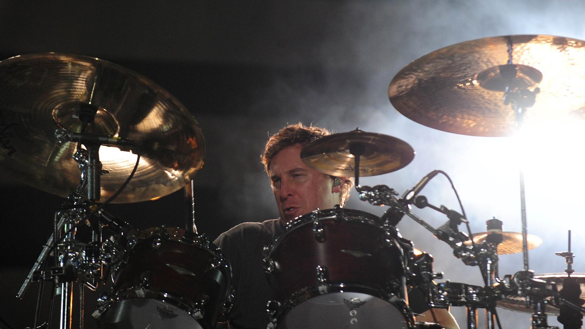 25.set.2015 - O baterista Abe Cunningham durante show da banda Deftones em São Paulo