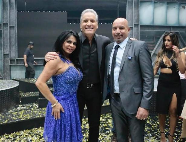 21.jun.2016 - Gretchen, Justus e Carlos posam para fotos durante a final do
