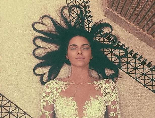 Kendall Jenner supera a marca da irmã Kim Kardashian e tem a foto mais curtida da rede de compartilhamento