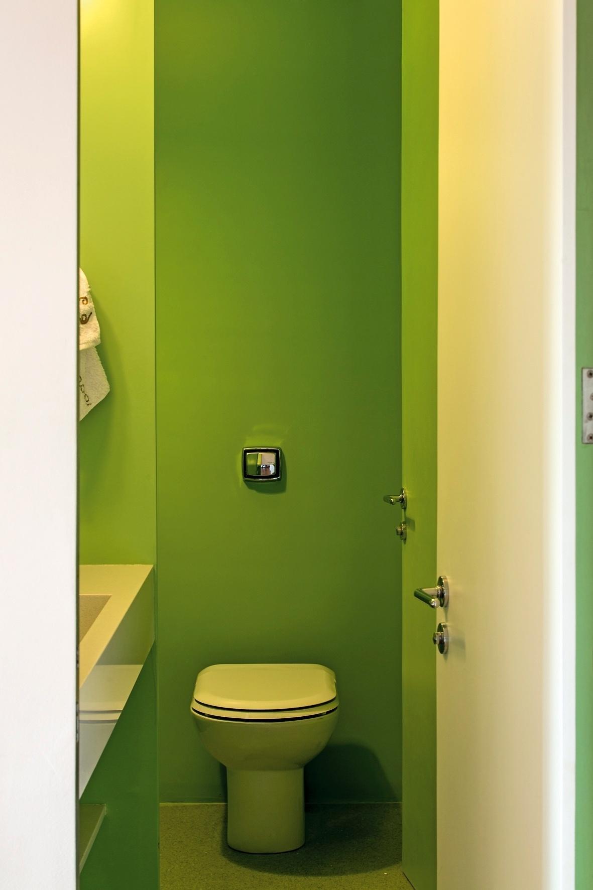 como cozinha lavabo e banheiro. Na foto o lavabo com paredes verdes  #6F831F 1181x1772 Banheiro Com Lavabo Externo