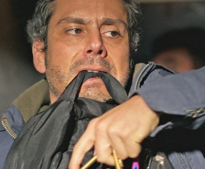 Romero fica tenso ao tentar levar bomba para presídio