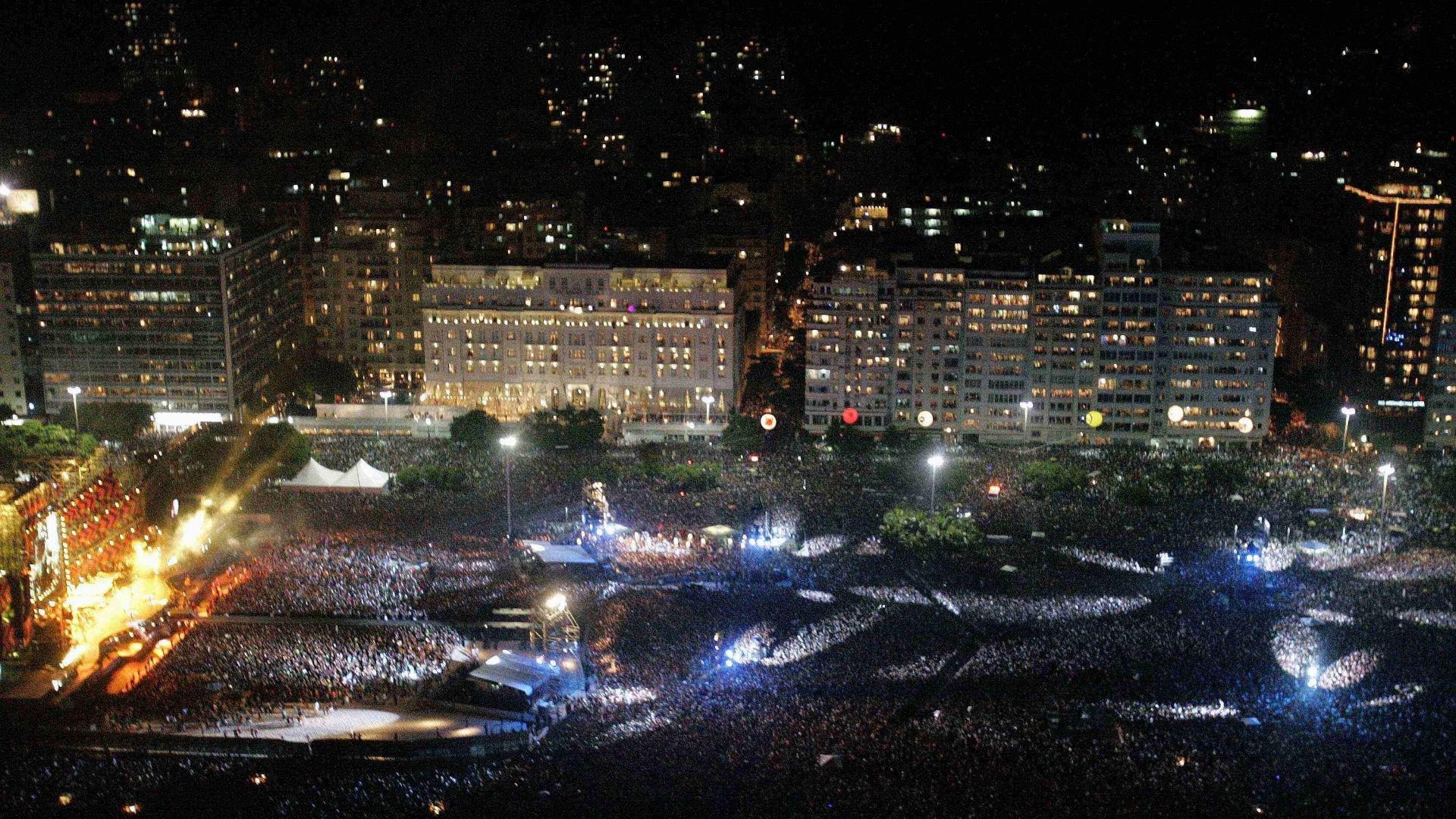 18.fev.2006 - Foto aérea do público do show gratuito dos Rolling Stones em Copacabana, que reuniu 1,2 milhão de pessoas