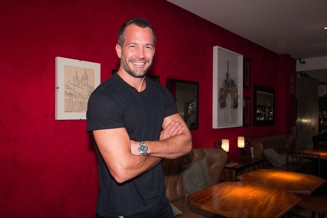 O ator Malvino Salvador no Barê, gastrobar que comanda nos Jardins