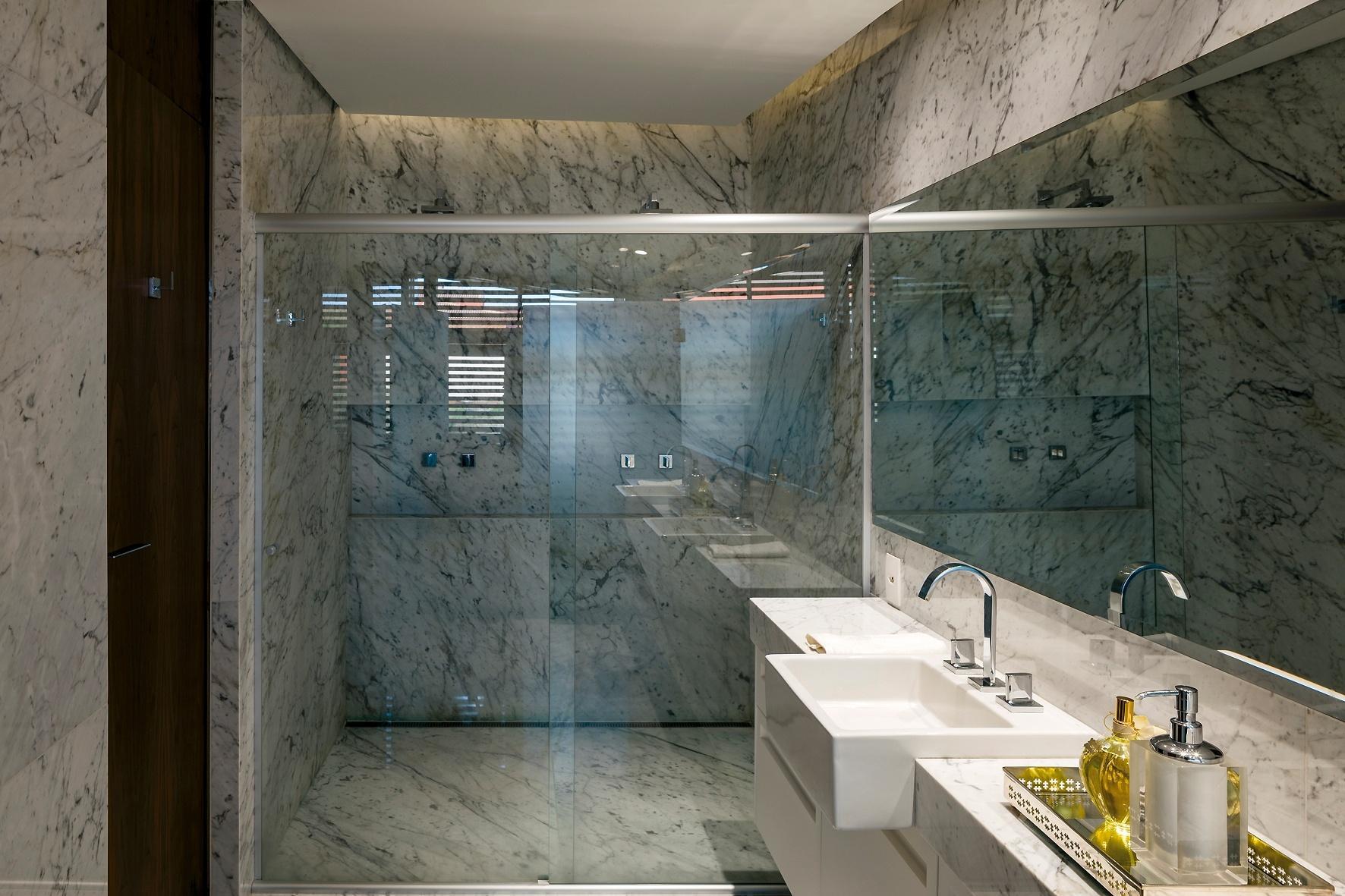 Banheiros: sugestões para decoração tendo muito ou pouco espaço  #7A6951 1772 1181