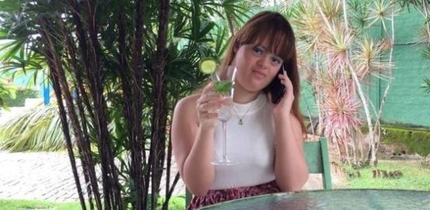 """""""Meus fãs me defendem"""": A primeira youtuber brasileira com síndrome de Down"""