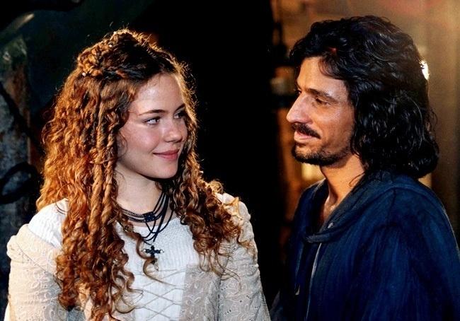 Leandra Leal (Beatriz) e Leonardo Brício (Tiago Olinto) em