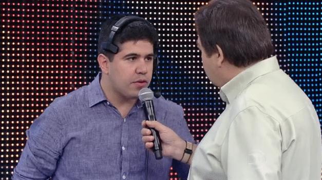 10.jan.2015 - Faustão corrige português de produtor