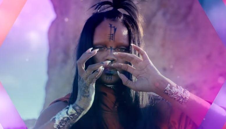 Rihanna em cena do clipe de