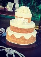 Bolo de rolo se veste de gala e ganha destaque em festas de casamento (Foto: Reprodução/Facebook/Dorinha Bolo de Rolo)