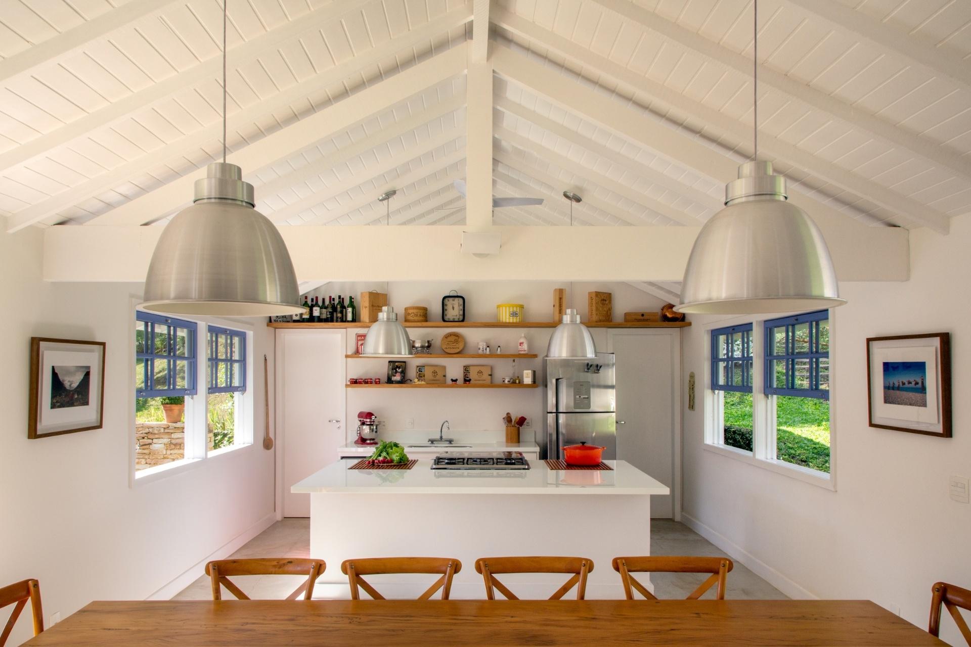 ficam mais saborosas em torno da ilha de cocção instalada na cozinha  #7E4614 1920x1280