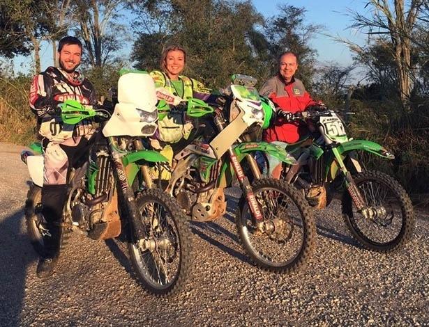 Gilberto Sacilotti (à dir.) e os filhos Ramon e Moara: pai incentivou o uso consciente da moto desde a infância; hoje, trio é companheiro de viagens