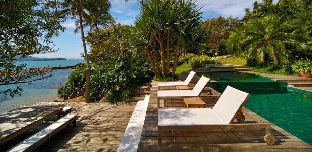 deck jardim copacabana:Fotos: Jardim de praia liga piscinas ao mar com deck e espécies