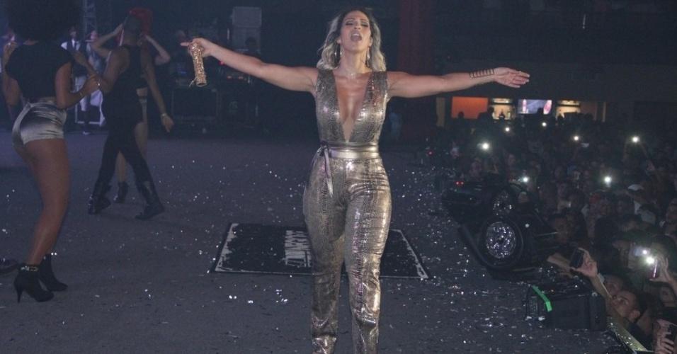 9.jul.2015 - Valesca Popozuda participa do anivesário de 23 anos do Nego do Borel com show lotado no Barra Music, na zona oeste do Rio de Janeiro, nesta quinta-feira