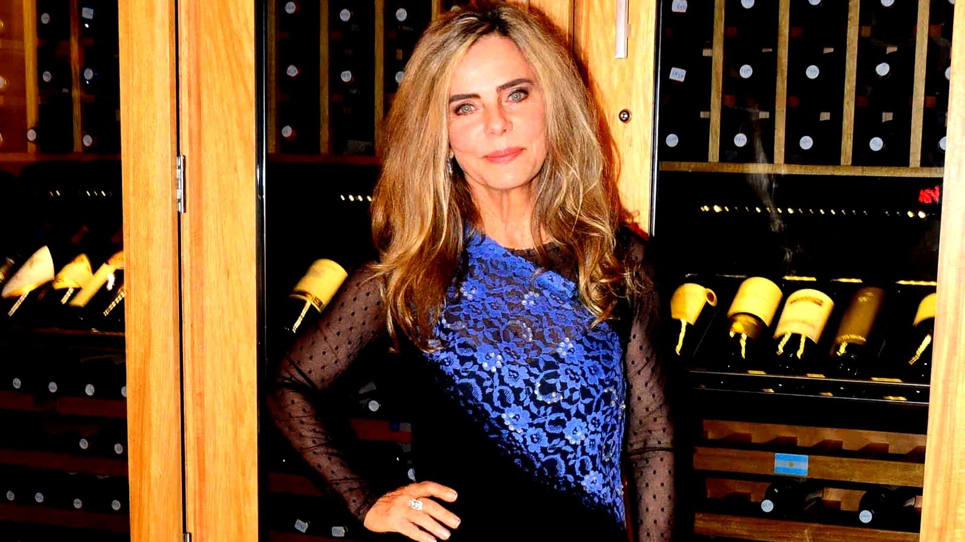 18.ago.2015- Bruna Lombardi usa vestido curto em leilão beneficente que aconteceu nos Jardins, em São Paulo. Aos 63, a atriz fez sucesso na internet ao publicar uma foto sua sensual este mês no Facebook