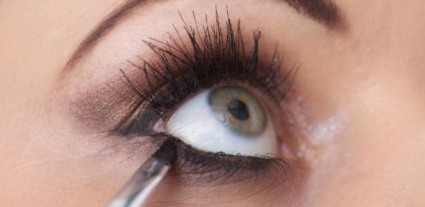 Seus olhos sofrem com a maquiagem? Veja como evitar o problema