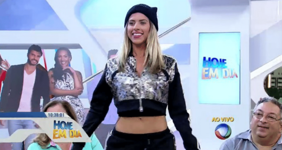 9.dez.2015 - Ana Paula Minerato participa do