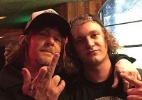"""Daryl de """"Walking Dead"""" e Jim Carrey prestigiam show do Guns; veja - Reprodução/Instagram/slash_world"""