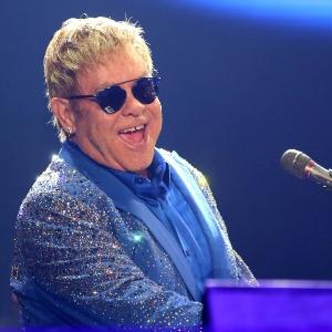 Elton John está sendo acusado de ter assediado sexualmente um ex-segurança, que afirma ter trabalhado para o cantor até setembro de 2014