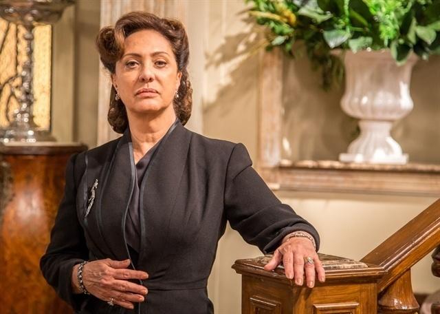 Eliane Giardini é Anastácia em