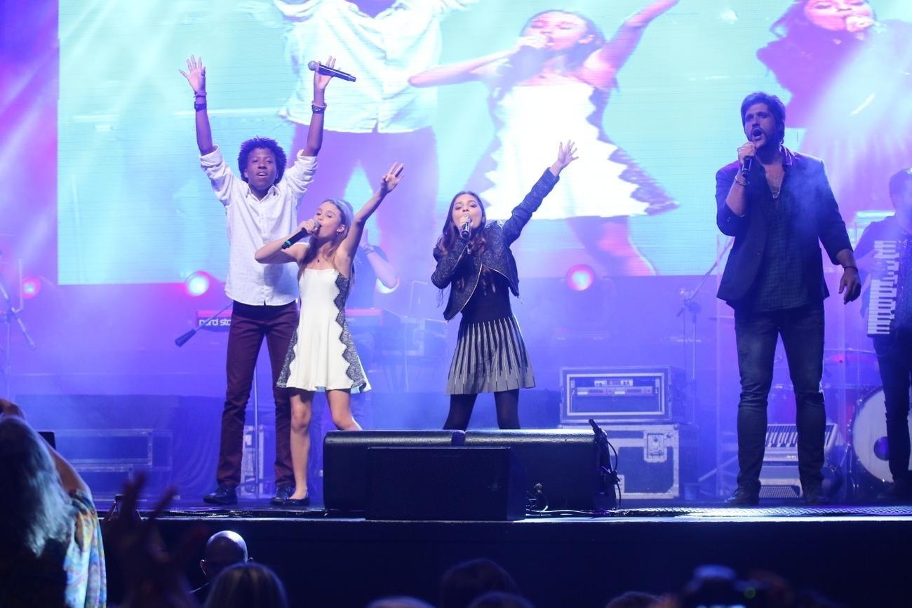 30.jul.2016 - A dupla Victor & Leo se apresentou neste sábado no Metropolitan, no Rio de Janeiro, com a participação dos ex-participantes do programa