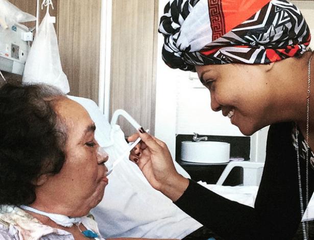"""""""Meu coração está dilacerado"""", diz Gaby Amarantos após morte da mãe"""
