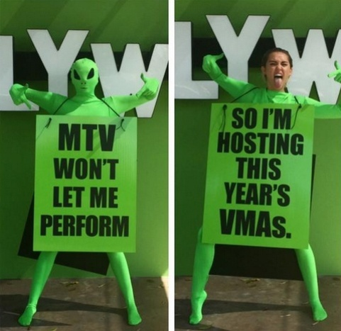 Miley Cyrus posta foto no Twitter anunciando que apresentará o Video Music Awards 2015