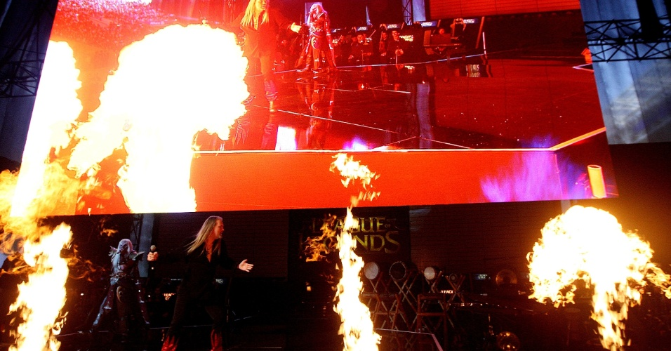 A apresentação da Pentakill trouxe metal pesado e pirotecnia para o Allianz Parque, em São Paulo