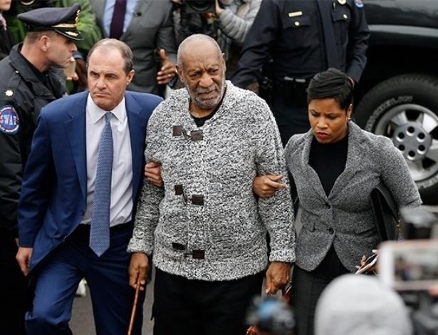 O ator Bill Cosby chega à corte do condado de Montgomery County