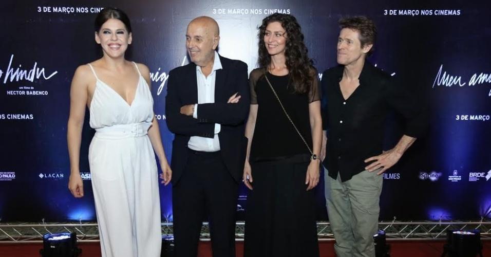 24.fev.2016 - Barbara Paz, Hector Babenco, Maria Fernanda Ca?ndido e Willem Dafoe