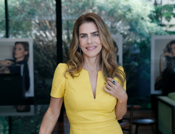 Bela aos 58 anos, a atriz Maitê Proença marcou presença em evento da Vivara em São Paulo