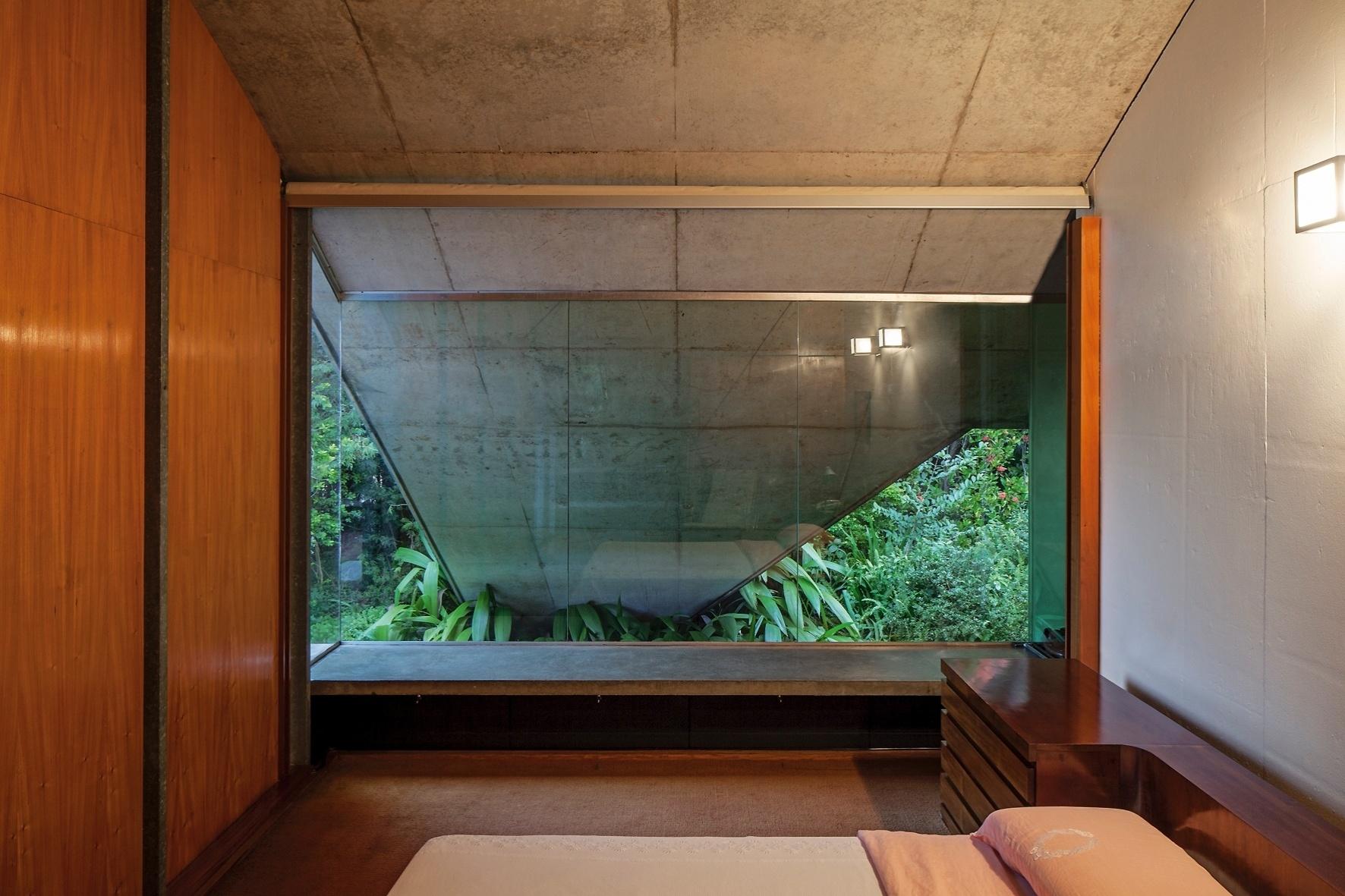 #AB5B20  em perfis de aço galvanizado. O mobiliário em madeira foi desenhado 638 Janelas Para Quarto Em Madeira Preço