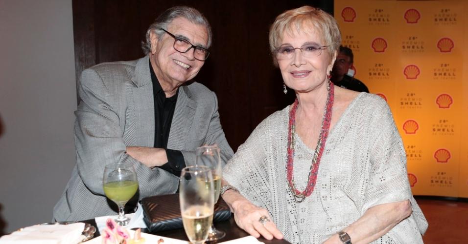 22.mar.2016 - O casal Tarcísio Meira e Glória Menezes na 28ª edição do Prêmio Shell de Teatro, em São Paulo