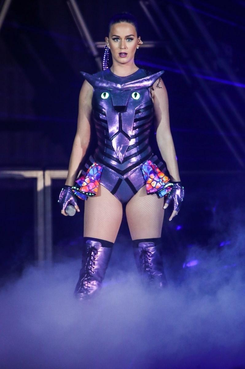 25.set.2015 - Katy Perry começa seu show em São Paulo, no Allianz Parque