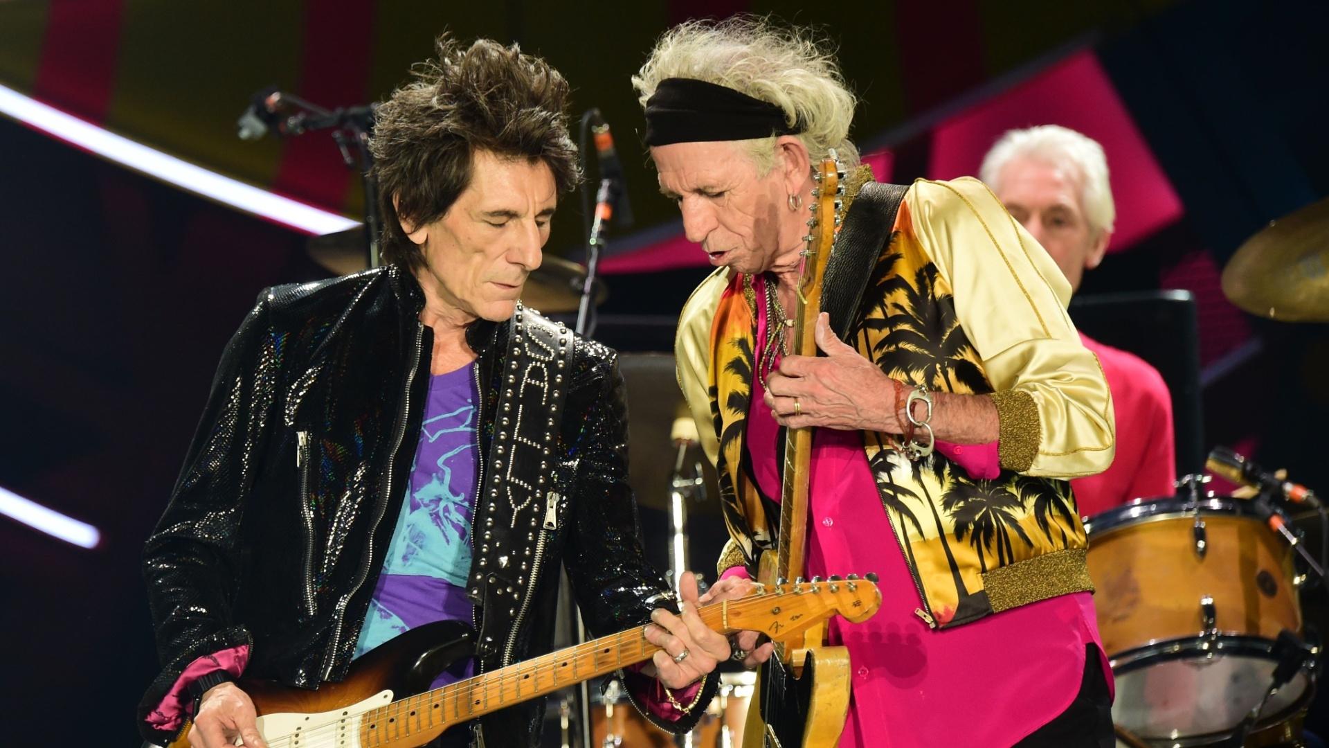 03.fev.2016 - Ron Wood e Keith Richards se apresentam com os Rolling Stones no Chile, no primeiro show da turnê Olé, na América Latina