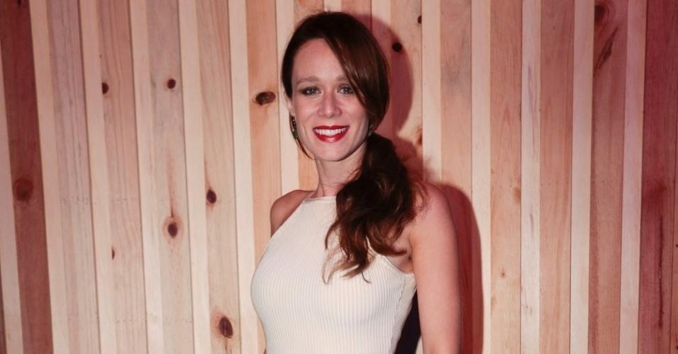"""12.mar.2016 - Protagonista da próxima novela das sete da Globo, """"Haja Coração"""", Mariana Ximenes acompanhou o primeiro dia do Lollapalooza 2016, no autódromo de Interlagos, em São Paulo"""