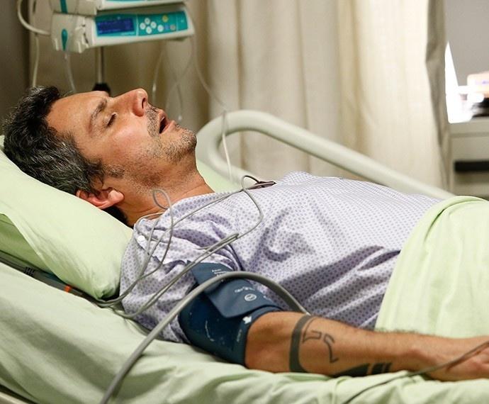 Após desmaio, Romero descobre que tem esclerose múltipla