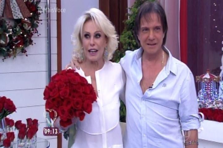 Ana Maria Braga recebe o cantor Roberto Carlos no