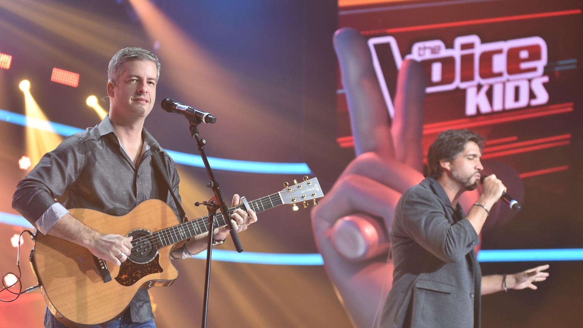 23.nov.2016 - A dupla Victor e Léo canta na