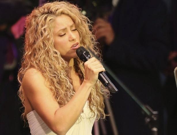 25.set.2015 - A cantora colombiana Shakira canta a música