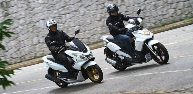 honda pcx vs forza 125 with Pcx Ou Cityclass Lista Aponta Qual O Melhor Scooter Urbano on Versus Honda Pcx125 Vs Yamaha X Max 125 likewise Watch together with Forum Scooter Honda Forza 300 in addition Honda Pcx 2016 Chega   Mudancas further Nouveau Xmax 125 2018 Il A Tout Des Grands 300 Et 400.