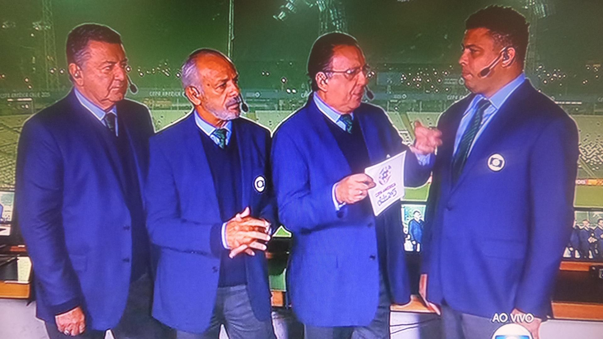 21.jun.2015 - Galvão em transmissão da do jogo da Seleção Brasileira