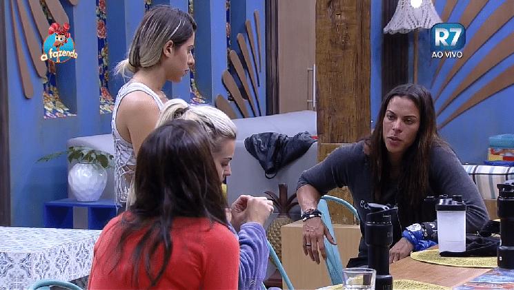 30.set.2015 - As peoas Carla Prata, Ana Paula Minerato, Rebeca Gusmão e Veridiana Freitas conversaram sobre procedimentos estéticos