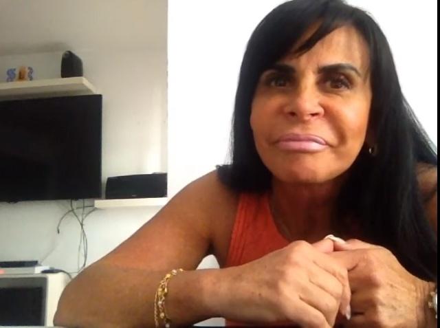 Gretchen conversa com internautas em seu canal do Youtube