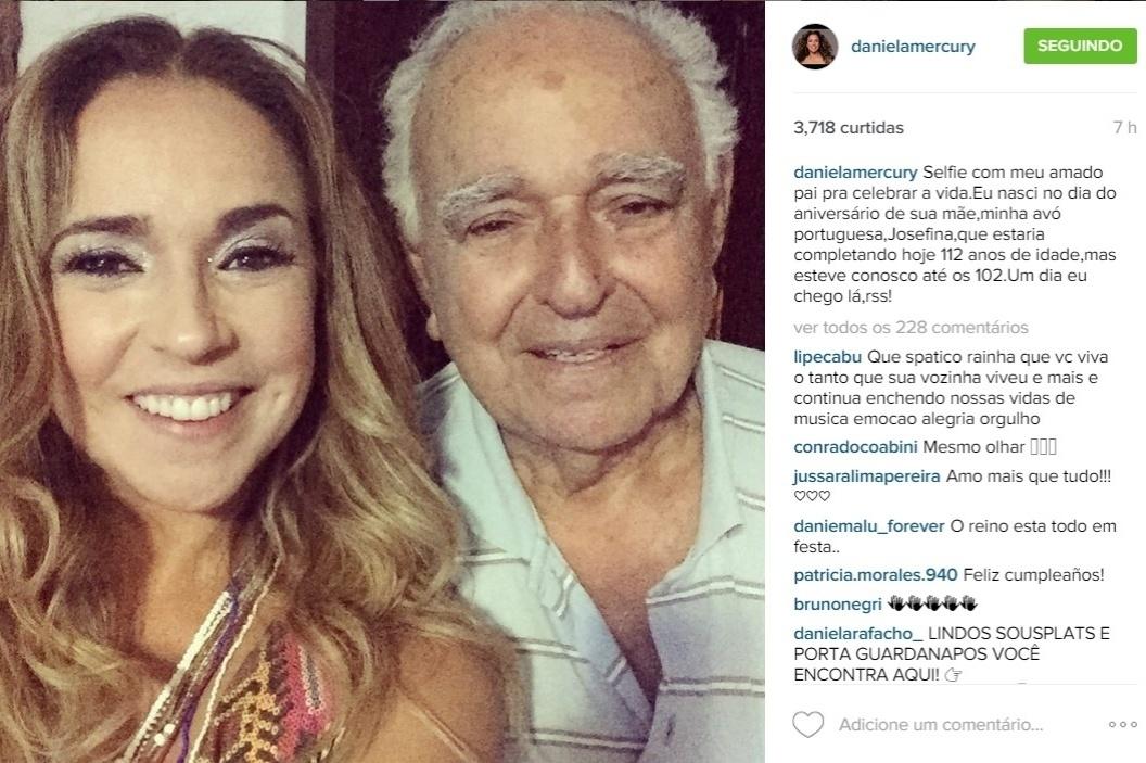 29.jul.2015 - O pai de Daniela Mercury também esteve presente no aniversário de 50 anos de Daniela Mercury e foi homenageado pela filha.