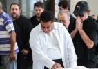 Cantor Agnaldo Timóteo chora durante velório do amigo Cauby Peixoto - Manuela Scarpa/Brasil News
