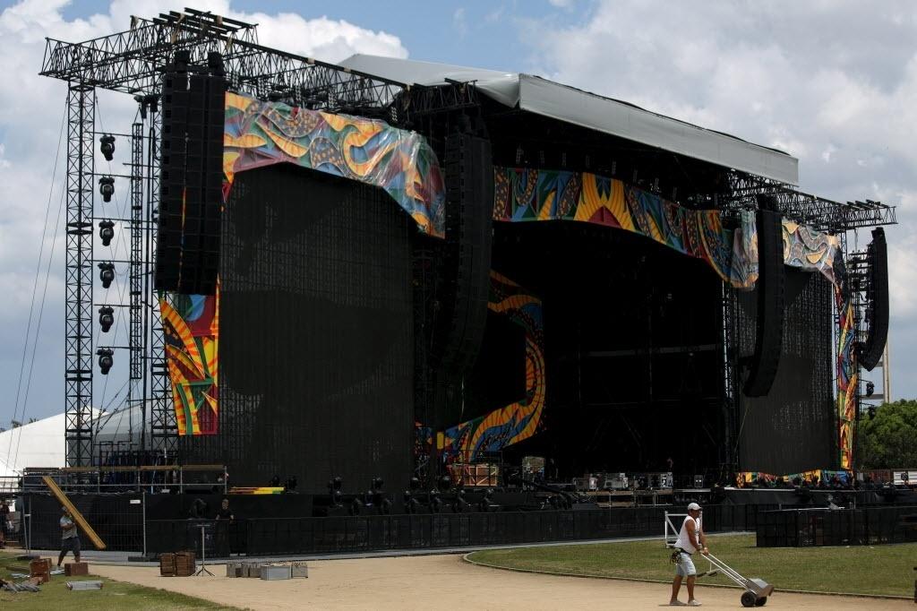 25.mar.2016 - Palco do show gratuito que os Rolling Stones fazem na Cidade Esportiva em Havana, Cuba